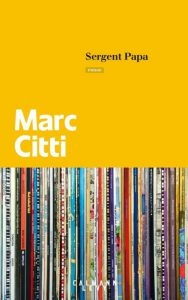 Couverture jaune du roman Sergent papa. photo d'une collection de vinyles